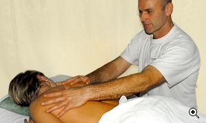 leistungen koerperbehandlungen entspannende rueckenmassage